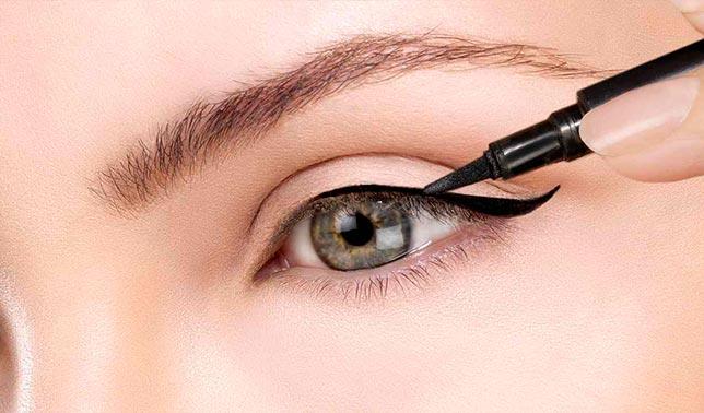 como maquillarse los ojos delineador